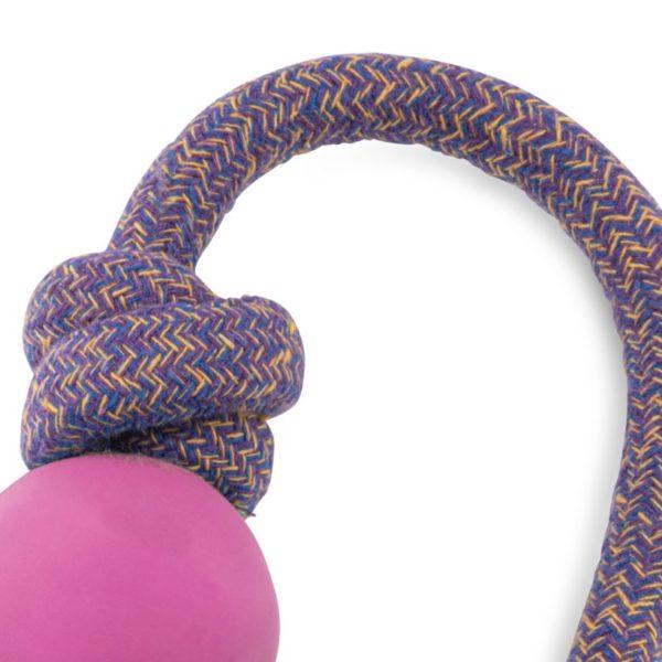 Beco Hundespielzeug Ball mit Seil Pink Nahansicht